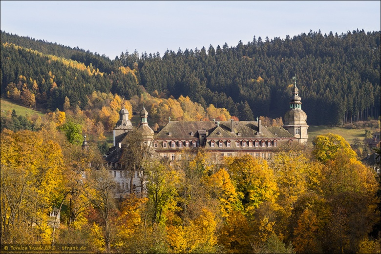 Berleburger Schloss im goldenen Oktober (Olympus OM-D E-M5 mit Mamiya Sekor C 80 mm)