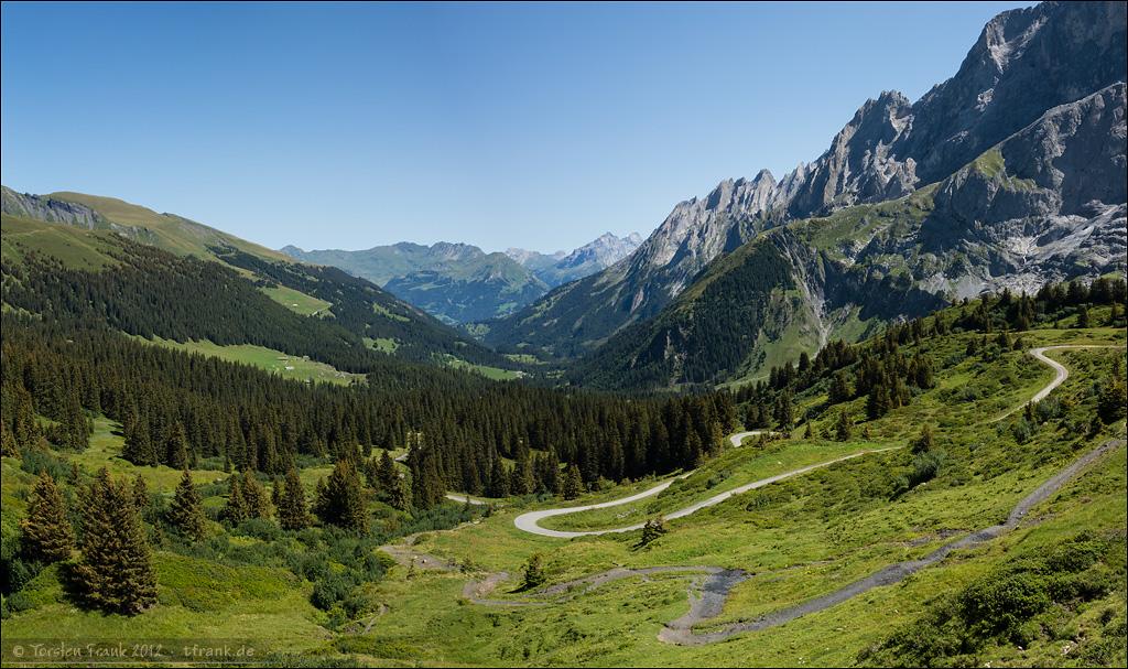 Kurz unterhalb der Grossen Scheidegg. Der wunderbare Blick zurück über das Rosenlaui- und Reichenbachtal Richtung Haslital.