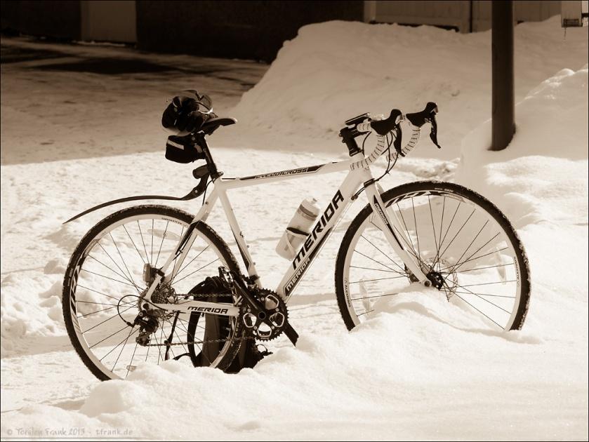 Merida Cyclocross 4-D. Das praktische am Schnee sind die bequemen Abstellmöglichkeiten... ;-)