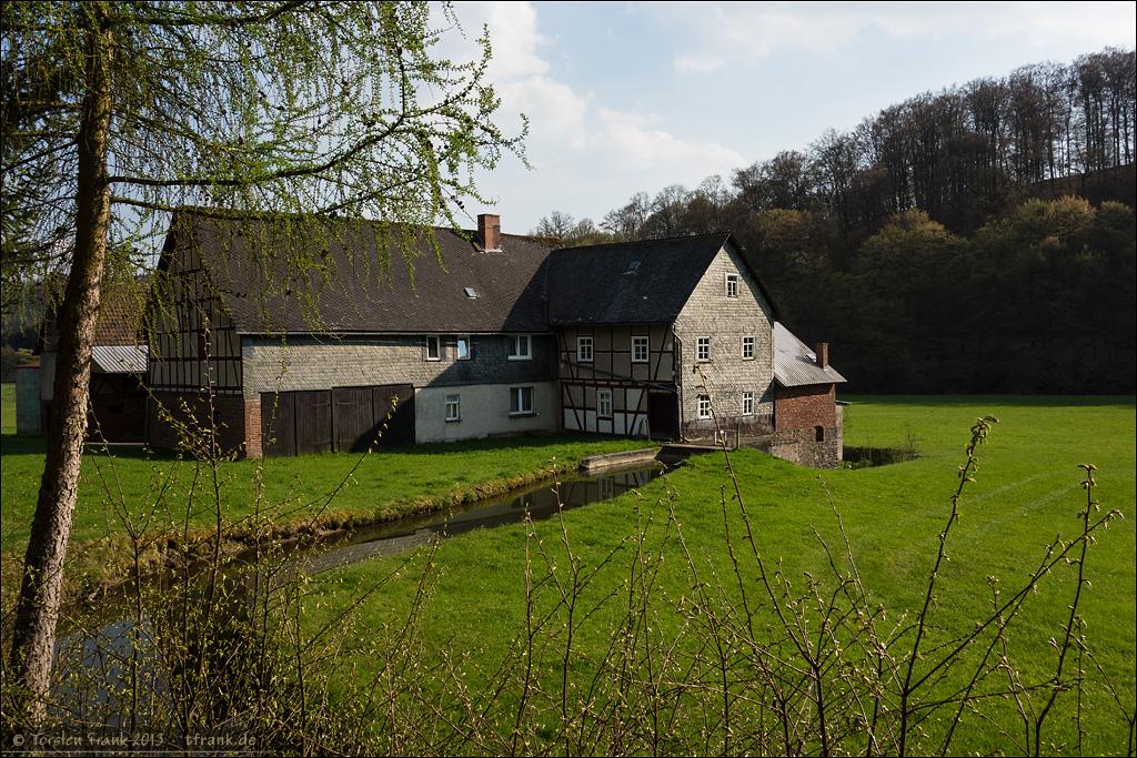 Ich kann irgendwie an keiner Mühle vorbeifahren. Hier Hof Elsoff Mühle. Immer noch im Tal der Elsoff, von der Gemarkungsgrenze und der Adresse aber schon zu Hatzfeld (Eder) gehörig. Hier schrammte ich also kurz durch's Hessen. ;-)