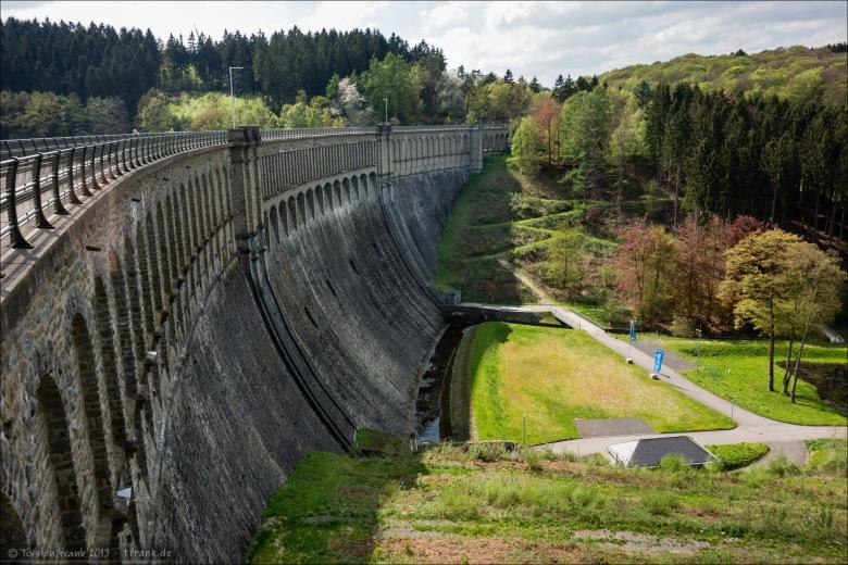 Die Staumauer der Ennepe-Talsperre
