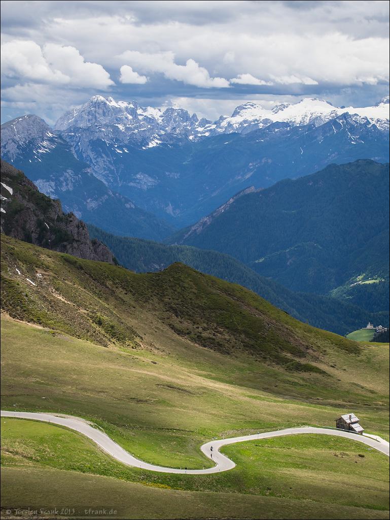 Die oberen Kehren des Giau vor der Passhöhe.