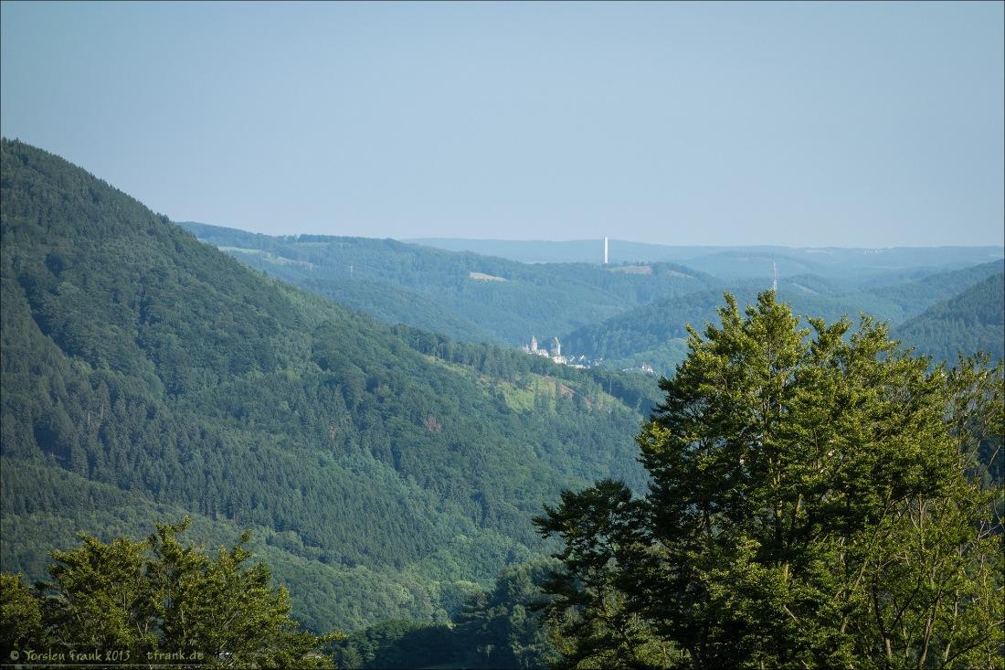 Ein erster Blick auf die Burg Altena aus der Ferne.