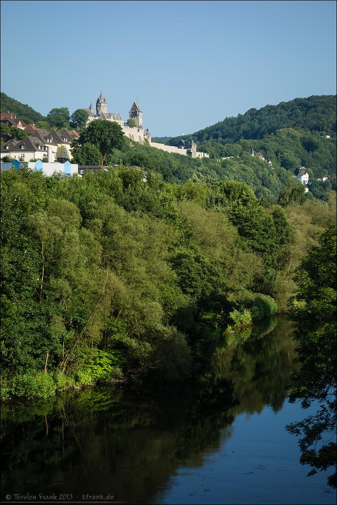 Die Burg Altena oberhalb der Lenne.