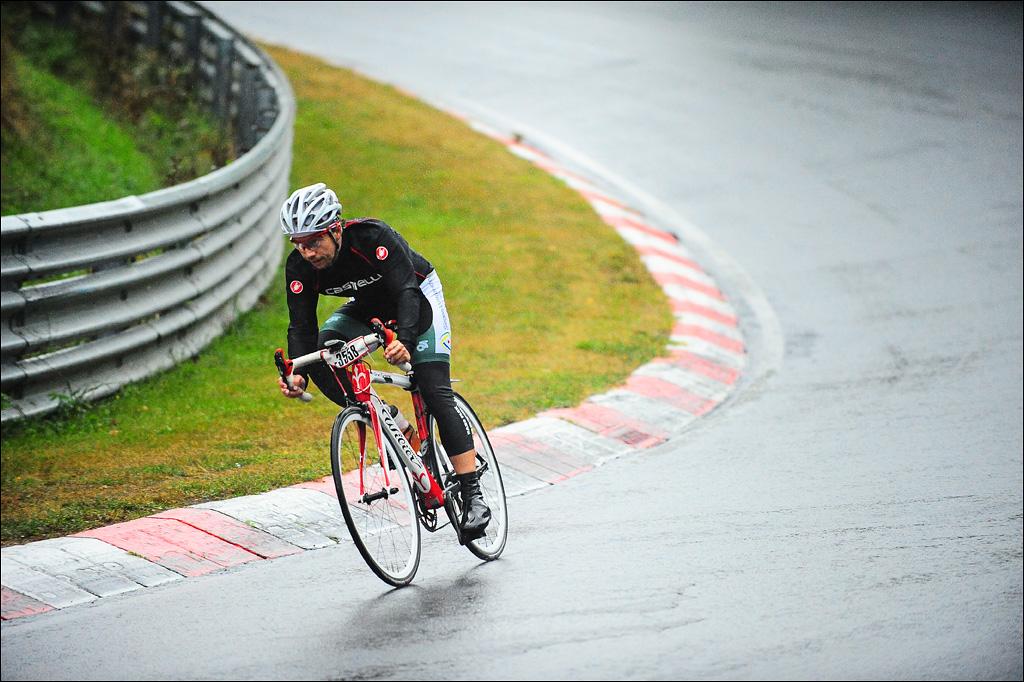 Zweite Runde. Regen. Vorsicht in den Kurven. Foto: Sportograf