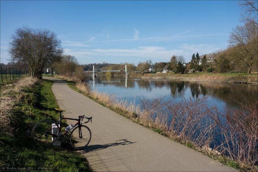 Testen bei schönem Wetter Anfang März an der Ruhr