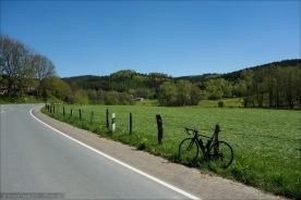 Ruhige Straßen, frisch gemähte Wiesen, blauer Himmel.
