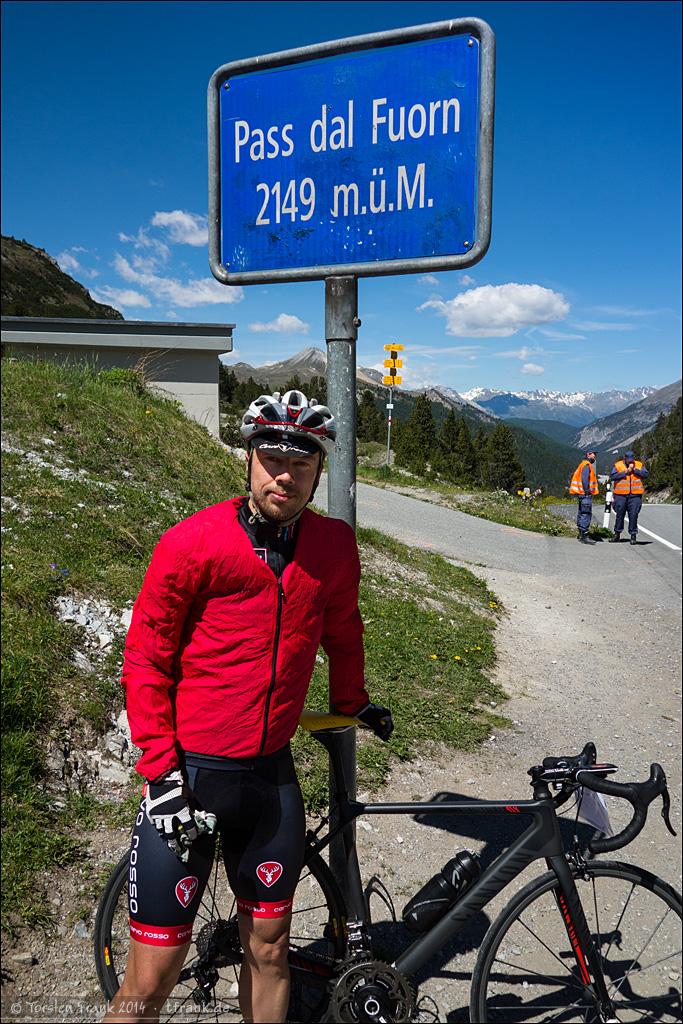 Typisches Rennradfahrer-Passfoto. Muss auch mal im Rennen sein. ;-) Man beachte die durch den heftigen Gegenwind aufgeplusterte Windjacke.