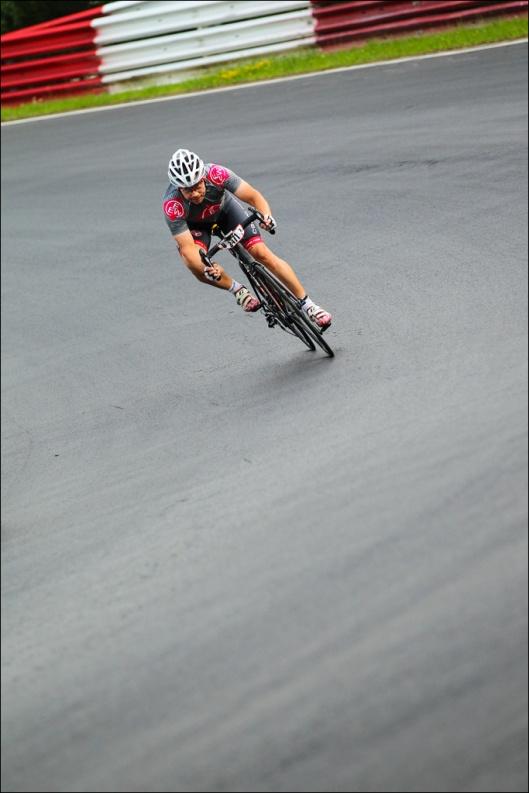 Genialer Asphalt und Highspeed-Kurven. (Foto: Sportograf)