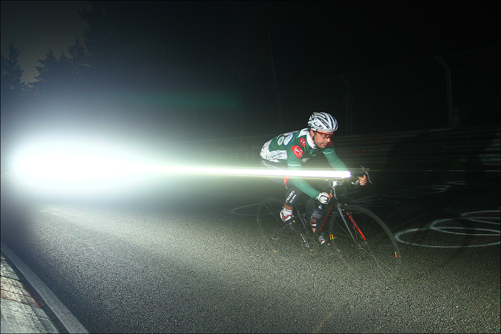 Flashing through the night :) (Foto: Sportograf)