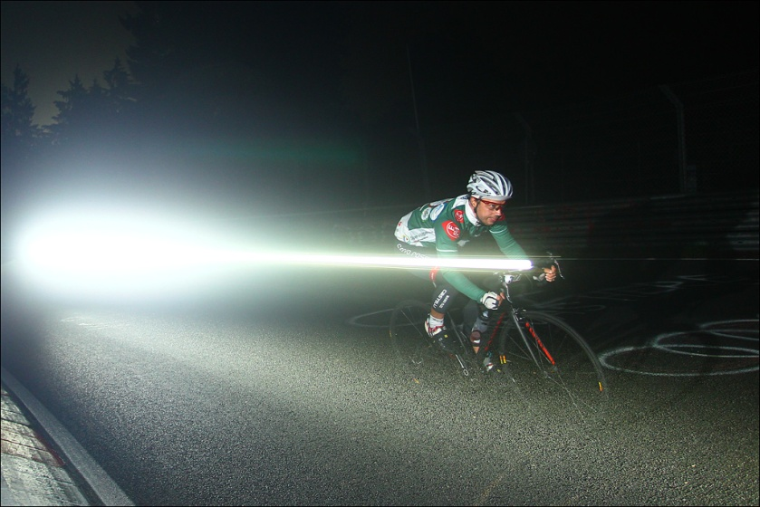 Flashing through the night :) (Foto: Sportograf)