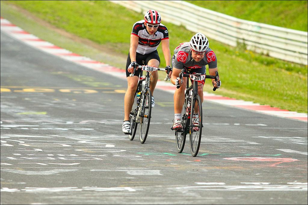 """Im """"Tag Team"""" abwechselnd über Döttinger Höhe bis durch die Grand Prix Strecke. Mit ihm hier habe ich mich gut abwechseln können. (Foto: Sportograf)"""
