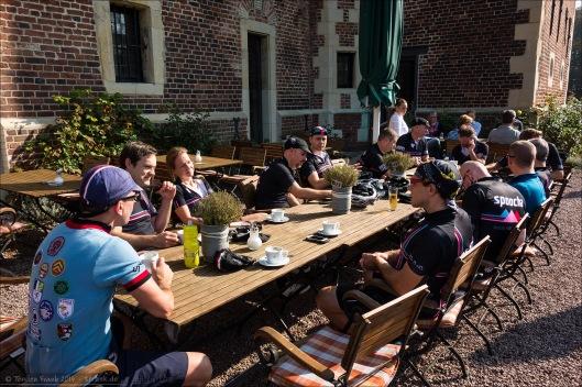 Kaffeepause bei Schloss Raesfeld - Spoocha braucht immer große Tische. :)