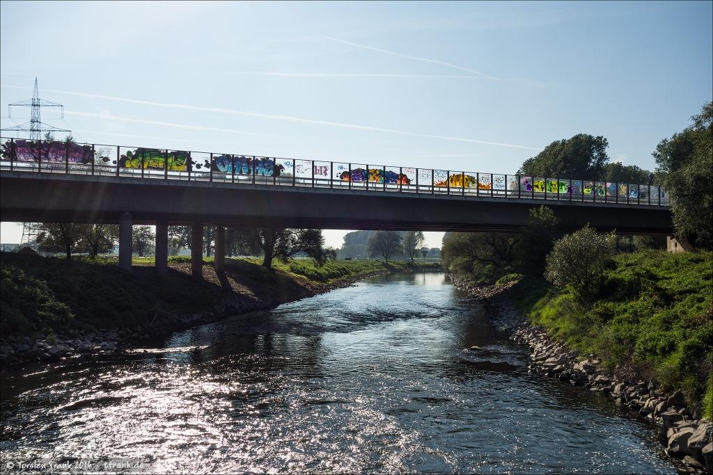 Die letzte Brücke über die Wupper vor ihrer Mündung in den Rhein