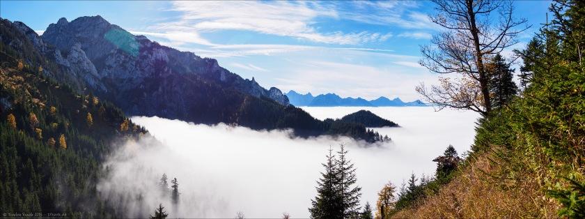 Einen steilen Bergsteig emporkletternd stieß ich plötzlich aus den Wolken hervor. Ich fand diese überwältigende Aussicht über das Wolkenmeer. Vor mir linkerhand der Tegelberg.