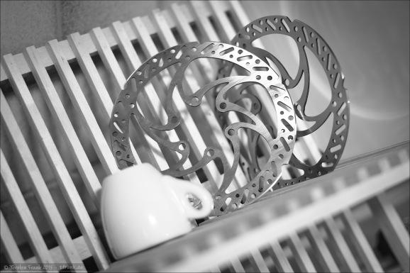 Trickstuff Dächle Bremsscheiben für 6-Bolt-Montage in 140 mm Durchmesser. Nochmal extra entfettet vor der Montage. ;-)