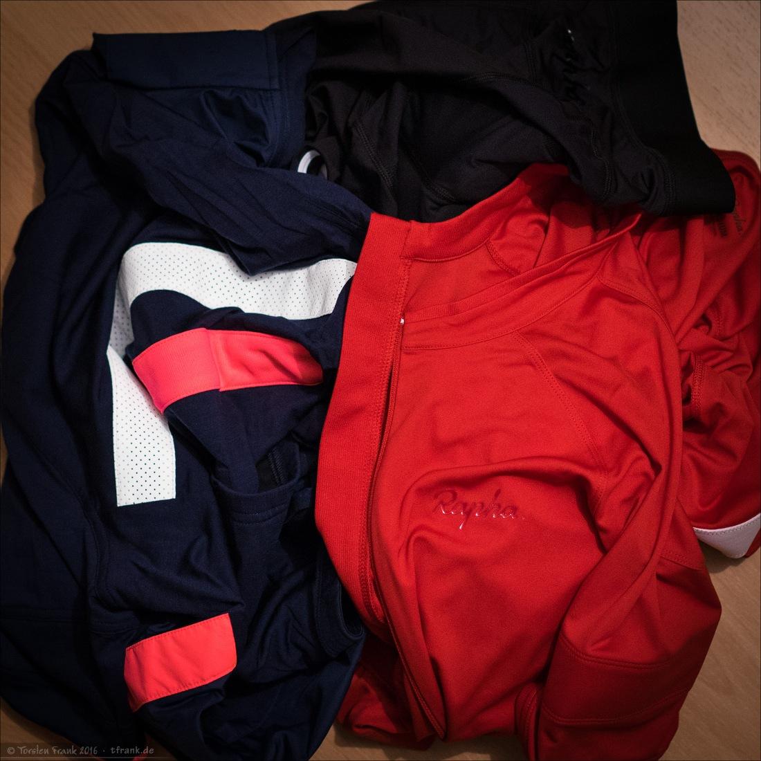 Ein Haufen Rapha (Core-Jersey, Brevet-Windblock-Jersey, Lightweight-Bibshorts)