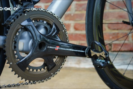 Campagnolo Carbon Sexiness! Als Pedal montiert: die Leistungsmesser-Pedale Favero BePRO.