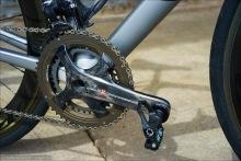 Campagnolo Carbon Sexiness! Als Pedal montiert: die Leistungsmesser-Pedale Favero BePRO.