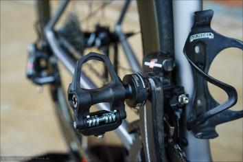 Hier sichtbar: die Abdeckung des komplett vergossenen und wasserdichten Micro-USB-Anschlusses des BePRO Pedals.