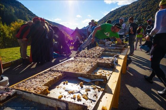 Die heisse Schlacht am kalten Kuchenbuffet mit Schwarzwälder Kirschtorte und gedecktem Apfelkuchen in der Schwarzwaldkaserne