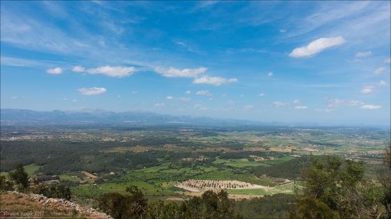 Die Aussicht vom Puig Randa über die Ebene Es Plà.