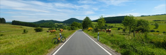 Solche Panoramen bietet das Wittgensteiner Land zu Hauf. Hier auf der Straße vom Harfeld nach Richstein.