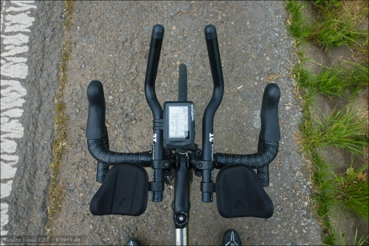 Profile Design T1+ Aerobars in the final setup. Means - I'm satisfied with the lateral width, height above handlebar and pad orientation and position behind the handlebar. Changed the original T1+ ski bend extensions for 3T extensions. And cut off around 3 cm from the back end (knee clearance).