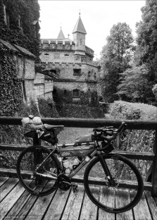 Vor dem Haupteingang von Schloss Lichtenstein