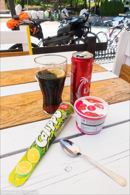 Zwei Eis und die erste Cola.