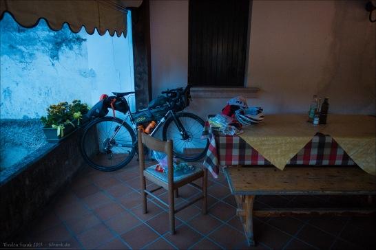 Mein Biwak für die Nacht, fotografiert am nächsten Morgen etwa um halb sechs.