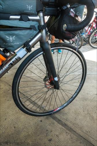 Good to roll again! Mein frisch aufgebautes neues Vorderrad. Aufgezogen ist wieder mein Schwalbe Pro One. Jetzt aber mit Schlauch. Er hat das alles klaglos überstanden...