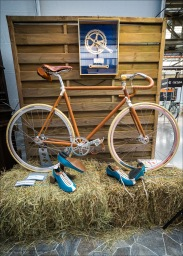 Faggin Primavera Bahnrad mit komplett lederbezogenem Rahmen.