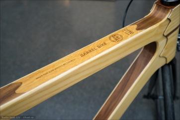 """Eyecatcher bei Coh&Co: diese Räder aus Holz. Aber: um richtig cool zu sein, müsste das optische """"Gewicht"""" von Rahmen und Gabel sowie Laufrädern wesentlich ausgeglichener sein. Und das reale Gewicht wesentlich niedriger..."""