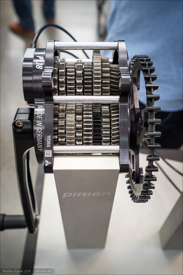 Pinion-Getriebe mit Einblick. Faszinierend, wie die Gänge verzögerungsfrei anliegen und sich alle Zahnräder drehen, aber nur die richtigen über die Nockenwelle (hier nicht zu sehen) greifen.