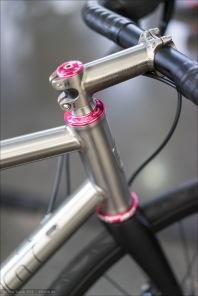 Kocmo Titan Bikes. Kocmo hatte wirklich sehr reizvolle Titanräder ausgestellt.