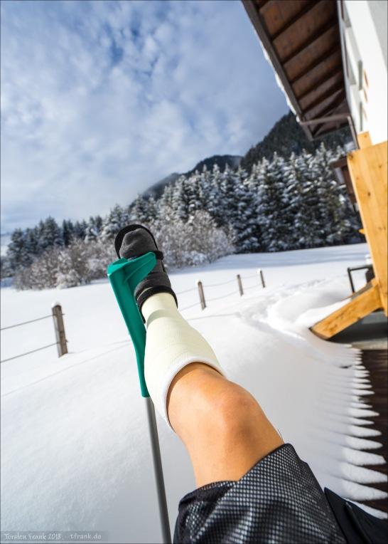 Nach der Erstversorgung im Krankenhaus in Bruneck. Mit dem Gipsbein im Antholzer Tal.
