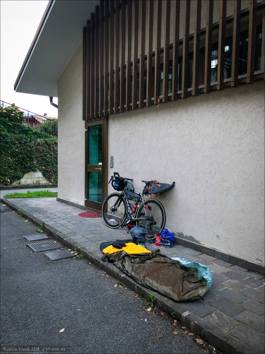 Mein Biwak hinter dem Postamt am nächsten Morgen.