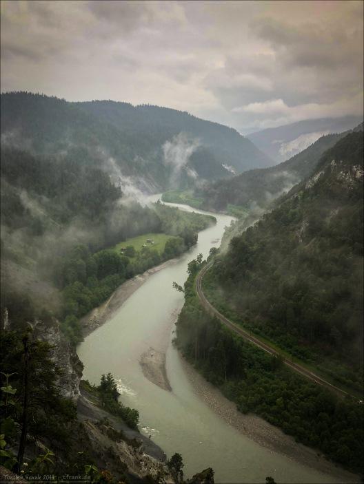 Die berühmte Rheinschlucht, die Ruinaulta. Auch im strömenden Regen ein beeindruckender Anblick.