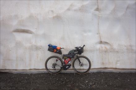 Mein J.Guillem Orient am Furkapass vor der Schneewand.