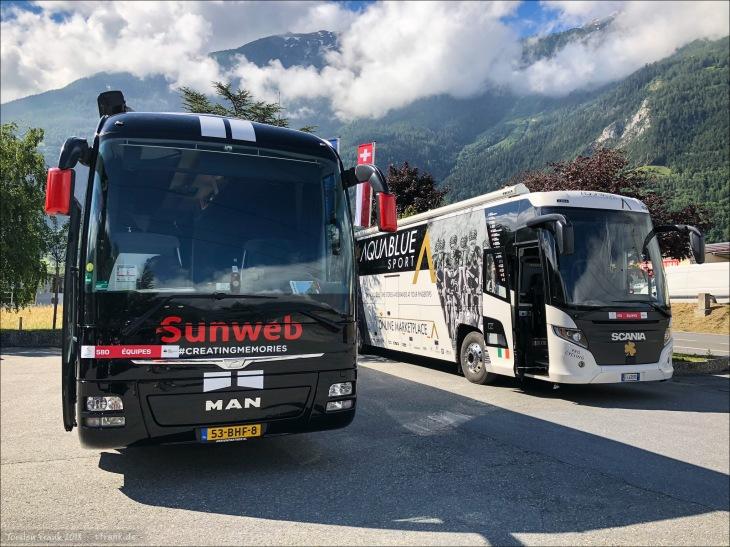 Teambusse von Sunweb und Aquablue Sport